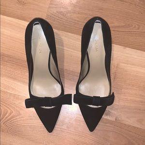 Ann Taylor black suede/leather bow pumps size 8
